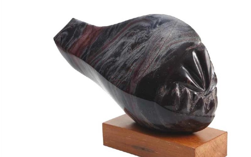 Exposição Gotto - Águas de Pedra apresenta esculturas em basalto tendo como inspiração os peixes