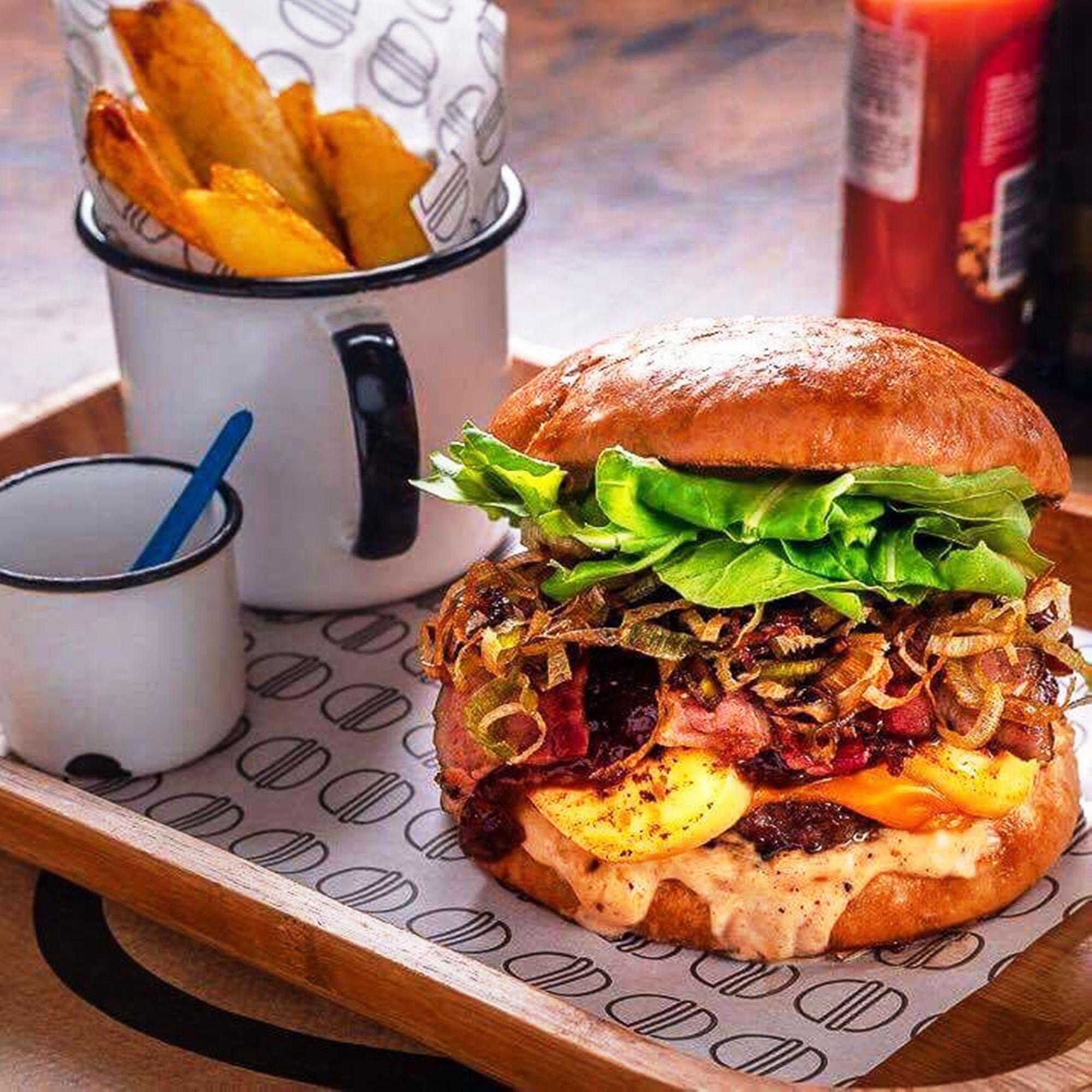 Festa de rua comemora dia mundial do hambúrguer com shows gratuitos no domingo, dia 28 de maio, em Porto Alegre